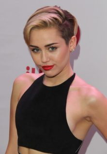 "Miley Cyrus – ""Mother's Daugher"" Video"
