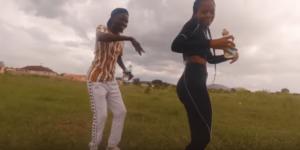 Master KG- Qinisela ft Indlovukaz (Dance Video By Penene Ponono and Banyana)
