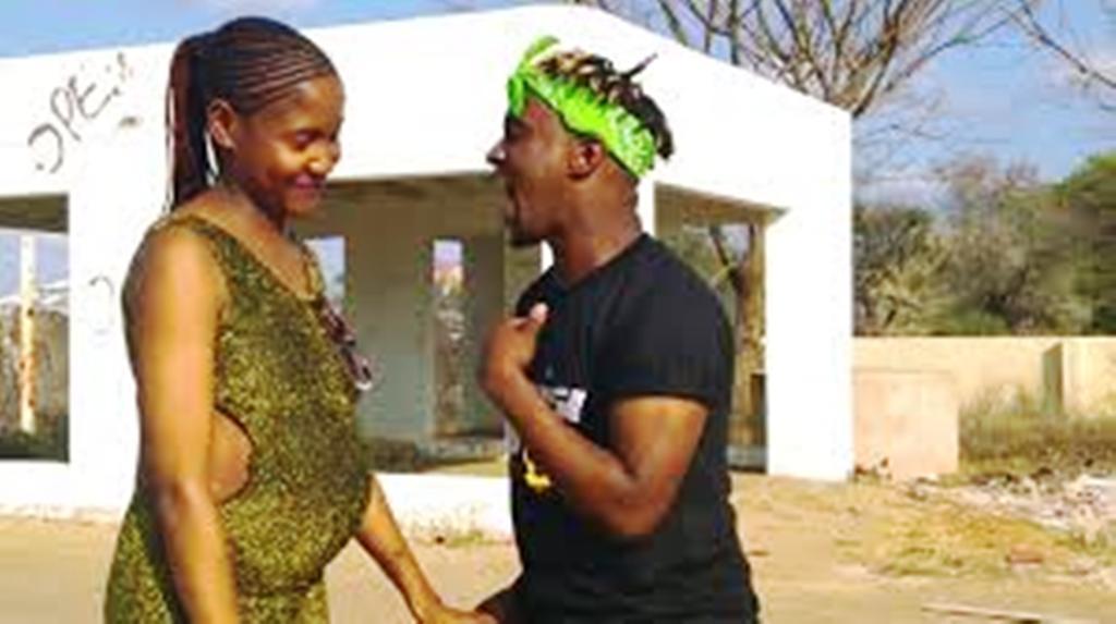 Soshanguve and Naisi Boy dancing to O ntlatsa Skotele