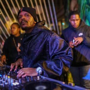 Kabza De Small & Mdu Aka TRP – Ugogo ft. Young Stunna,Kabza De Small Ndisakuthanda ft Ami Faku